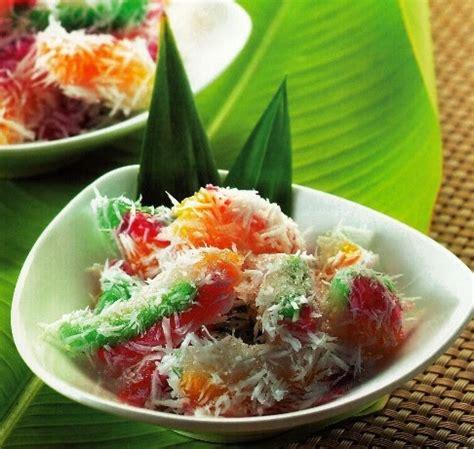 gambar dan cara membuat jajanan pasar bahan resep cenil singkong kuah gula merah dan kelapa