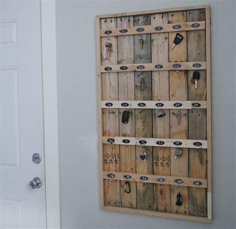 Hotel Key Rack by White Reclaimed Wood Pallet Hotel Key Rack Diy