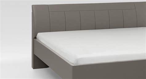 bett bodentief modernes komfortbett mit 43 cm rahmenh 246 he in havanna dekor
