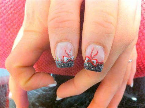 modele ongle paillette ongles gel noir petillant paillettes argent decor de fetes