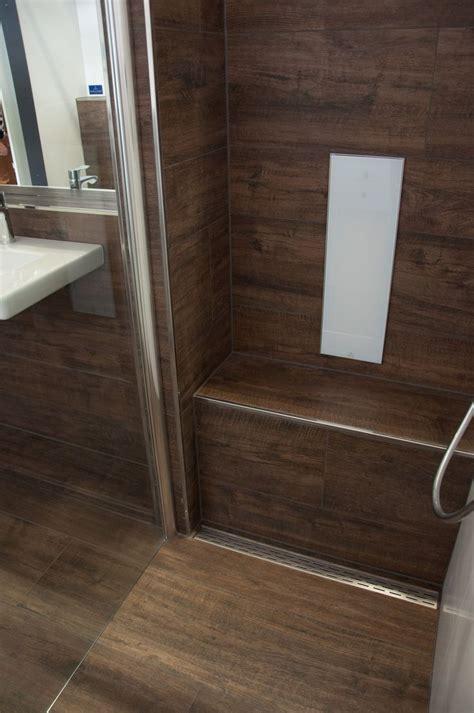 dusche sitzbank aus fliesen in holzoptik bodenebene - Sitzbank Dusche