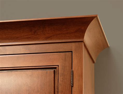 Kitchen Cabinets With Crown Molding Cove Crown Molding Cliqstudios Traditional Kitchen Cabinetry Minneapolis By
