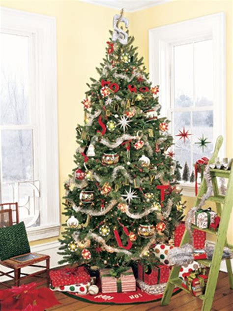 tree decorating ideas 30 traditional and tree d 233 cor ideas digsdigs