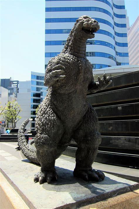 tokyo yurakucho godzilla statue  statue