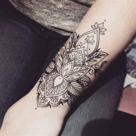 mandala tattoo e piercing afbeeldingsresultaat voor mandala wrist tattoo mandalas