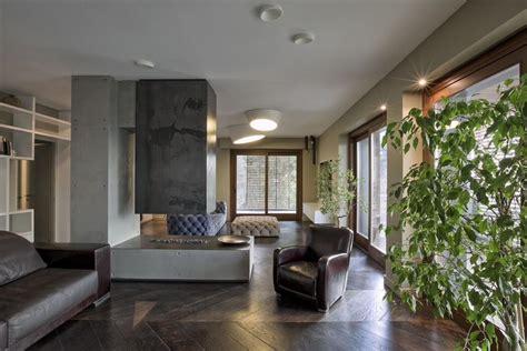 Pomade Warna Abu Abu rumah minimalis kontras dengan warna abu abu coklat