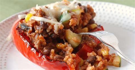 come cucinare i peperoni ripieni al forno ricetta peperoni ripieni al forno roba da donne