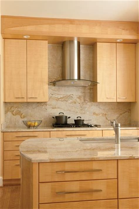 maple kitchen cabinets with granite countertops best 25 maple kitchen cabinets ideas on pinterest