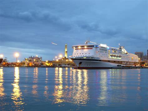 la suprema grandi navi veloci offerte traghetti sconti community gnv vie mare