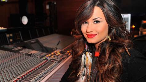 demi lovato illuminati demi lovato transforms from a former disney princess to