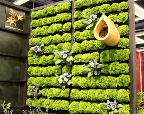 Vertical Garden Made With Pallets 13 Pallet Vertical Garden For Beautifying You Home