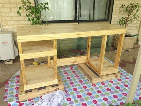 How To Make A Computer Desk Out Of Wood Pallet Computer Desks Pallet Wood Projects