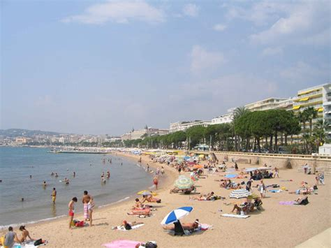 Cannes Middi Top bags banned from cannes beaches terror