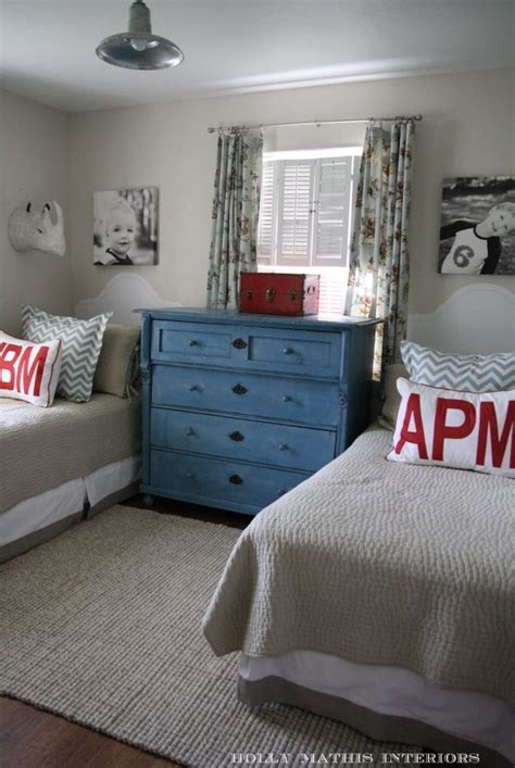 sharing a bedroom with a roommate 17 best ideas about teen shared bedroom on pinterest