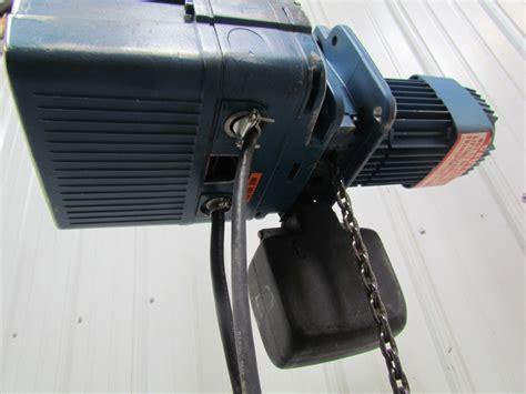 Electric Chain Hoist Chainstergt Up To 2 500 Kg demag dkun 5 500 k v1 1 2 ton 1000 lb electric chain hoist 13 lift 32fpm 460v