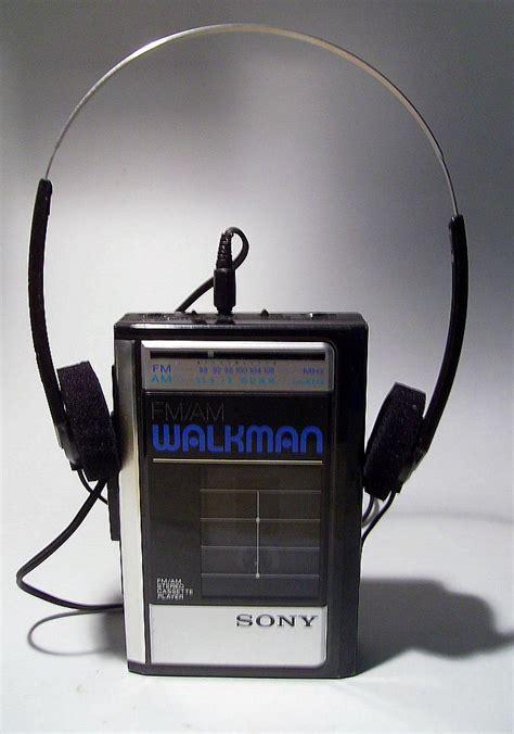 Headset Sony Ericsson Walkman Original 1980 s walkman with original headphones collectors weekly