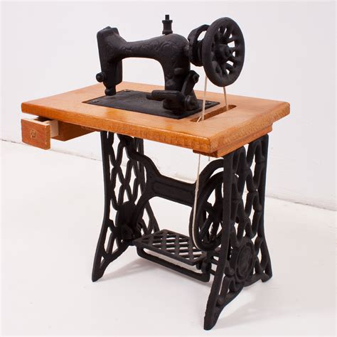 sewing machine magic make the most of your machine demystify presser and other accessories tips and tricks for smooth sewing 10 easy creative projects books the history of sewing jones sew vac