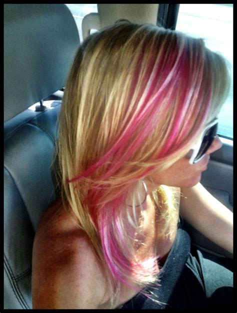 blone hair with pink streaks blonde hair pink and magenta highlights semipermanent