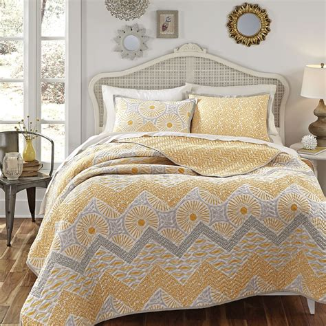 gray quilt bedding kate spain sunnyside full queen cotton quilt 2 shams