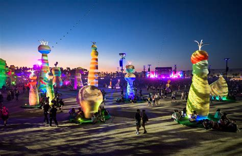 Coachella Giveaway 2017 - coachella 2017 radiohead reconnects but doesn t repeat as weekend 2 turns up heat