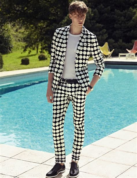 pattern shirt with suit large dotted pattern suit with black patent leather shoes
