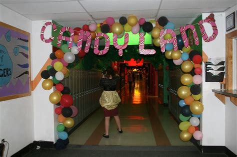 how to make school hall christmas hallway decorating picture 3 candyland hallway homecoming land and candyland
