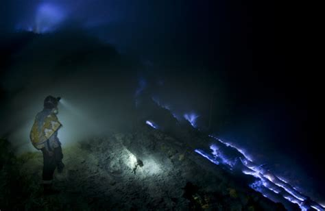 ijen crater Archives   ijen Blueflame Tours