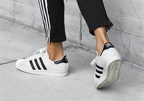 Adidas Superstar Cowok Premium White 1 adidas superstar s snakeskin sneakernews