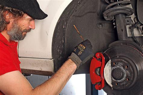 Vorm Lackieren Mit Verdünnung Reinigen by So Lackieren Sie Bremss 228 Ttel Selbst Bilder Autobild De