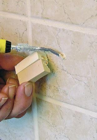 Bohrloch In Fliese Reparieren 5995 by Mit F 252 Llstoff Verbohrte Fliesen Reparieren Bm