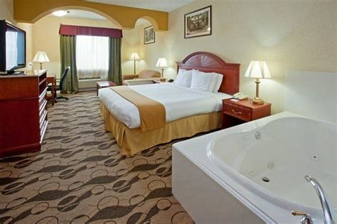 Hotels With In Room Houston Tx by King Leisure Room Picture Of Inn Express Hotel
