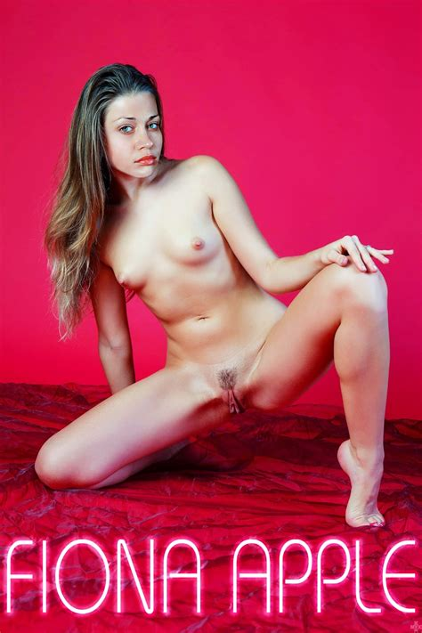 Fiona Apple Nude Shows Her Boobs Pussy Fake