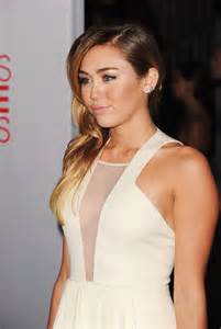 Choice Awards Miley Cyrus by Miley Cyrus Cleavy In White Dress At 2012 Peoples Choice