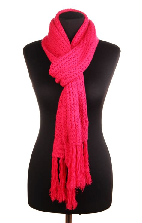 25 different fashionable ways to tie and wear a scarf