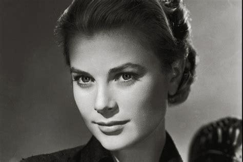 black and white wallpaper of actress los 25 a 241 os de carlota carolina y grace una edad clave