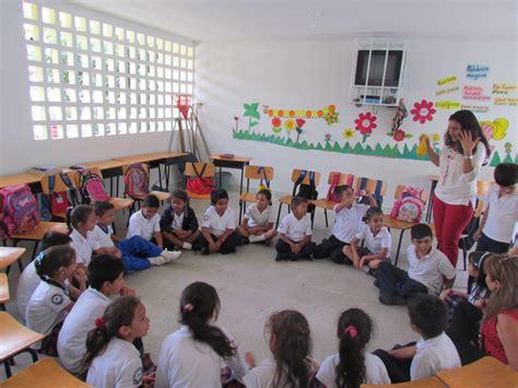 sueos de piedra spanish b01c37ft2q juegos de profesora las chicas y chicos de primer ao en un trabajo coordinado por la profesora