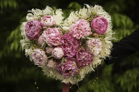 heart shaped peony proposal bouquet seoul florist petal