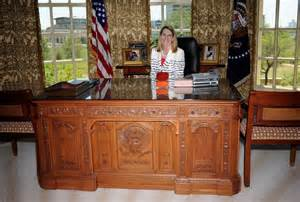 presidential desk in oval office george w bush library is topic at mckinney s owl club townsquarebuzz