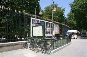 entr 233 e boulevard michel et m 233 tro photo de jardin