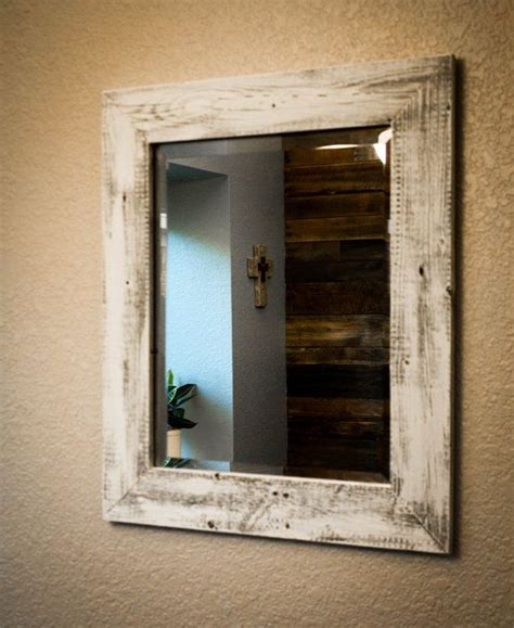 il fascino della cornice di legno shabby chic