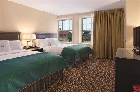 hotel rooms downtown detroit doubletree suites by detroit downtown fort shelby in detroit hotel rates reviews on