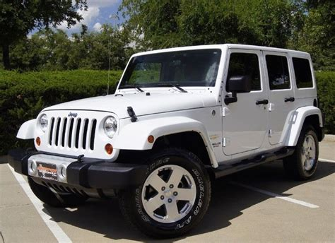 jeep white yes but i prefer the top to be black or instead
