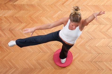 esercizi tavola propriocettiva tavola propriocettiva 5 esercizi per tonificarti melarossa