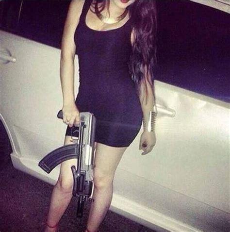 fotos de mujeres decapitadas pistolas de narcos mujeres related keywords pistolas de