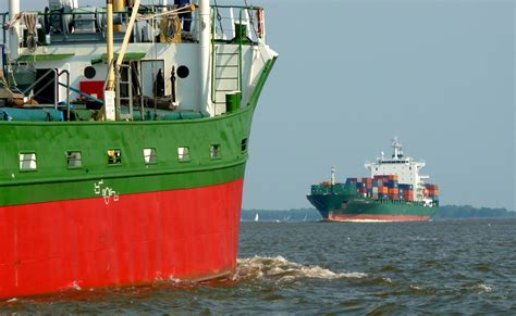 the green ship red green white and red container ship free image peakpx