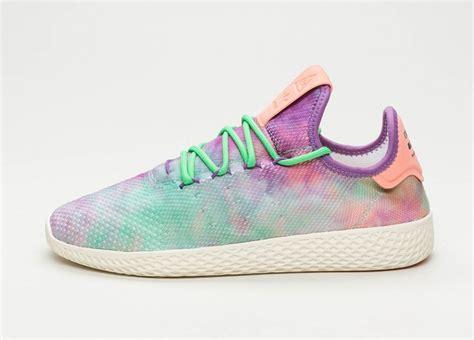 Sepatu Adidas 19 Pharrel Williams adidas x pharrell williams hu holi tennis hu chalk coral supplier colour supplier colour
