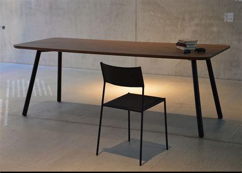 Table De Bureau En Bois by Table De Repas En Ch 234 Ne Ou Noyer Au Design Sobre Et