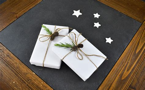 Handmade Wrapping Paper Ideas - 5 handmade gift wrapping ideas