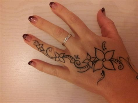 tattoo vorlage hand mary77 meine pers 246 nliche note tattoos von tattoo