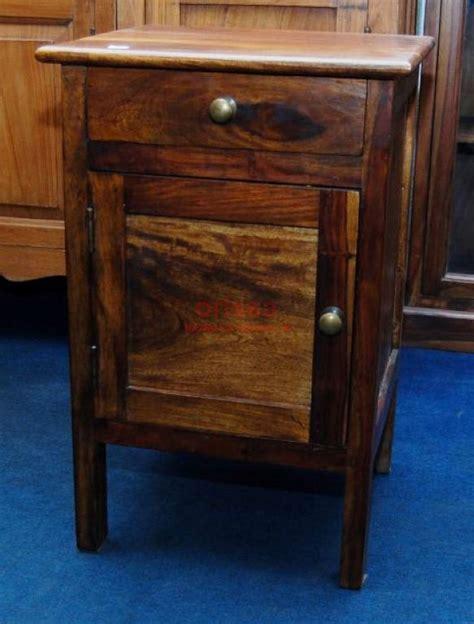 comodino in legno comodino chiuso in legno massello con cassetto ed antina